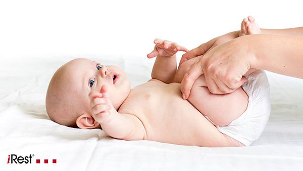 انواع ماساژ نوزاد و فواید آن